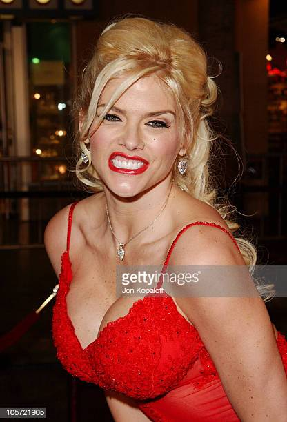 Anna Nicole Smith during 'Be Cool' Los Angeles Premiere Arrivals at Grauman's Chinese Theater in Hollywood California United States