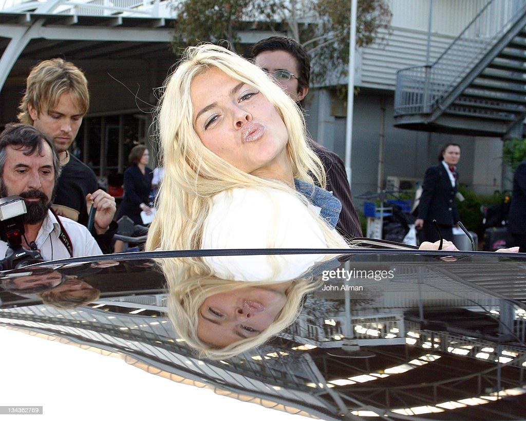 2005 MTV Australia Video Music Awards - Anna Nicole Smith Arrives at Sydney International Airport