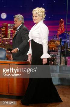 Anna Nicole Smith on 'The Tonight Show with Jay Leno' at the NBC Studios in Burbank Ca Friday August 16 2002 Photo by Kevin Winter/Getty Images