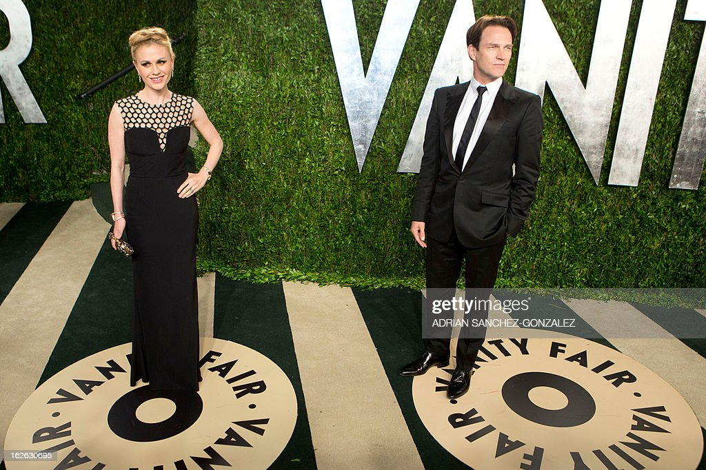 Anna Paquin (L) and her husband Stephen Moyer arrive for the 2013 Vanity Fair Oscar Party on February 24, 2013 in Hollywood, California. AFP PHOTO / ADRIAN SANCHEZ-GONZALEZ