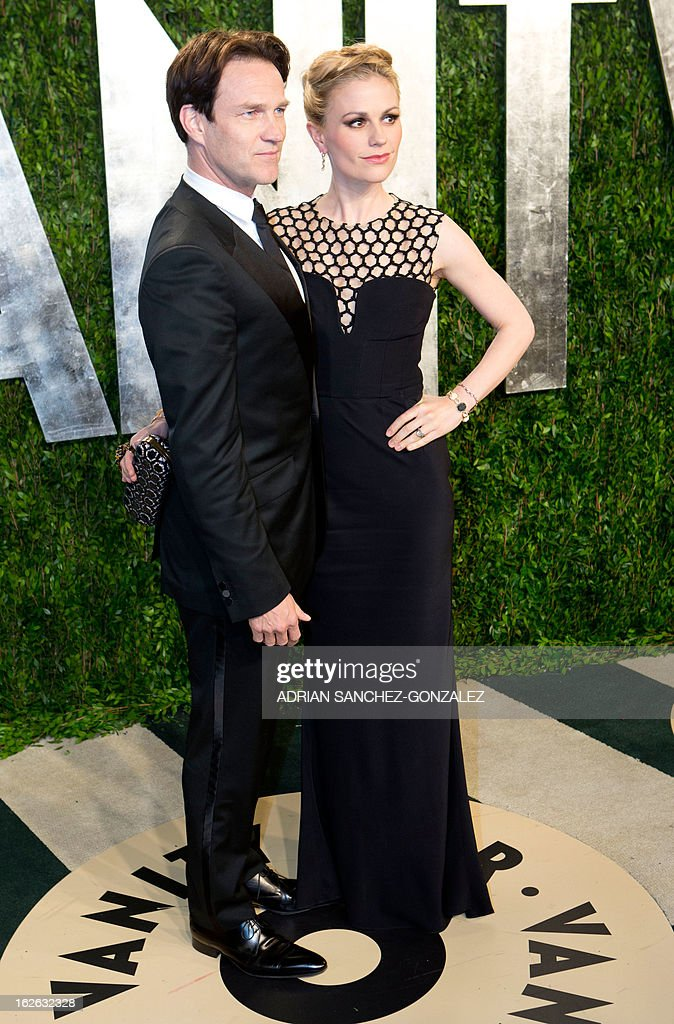 Anna Paquin (R) and her husband Stephen Moyer arrive for the 2013 Vanity Fair Oscar Party on February 24, 2013 in Hollywood, California. AFP PHOTO / ADRIAN SANCHEZ-GONZALEZ
