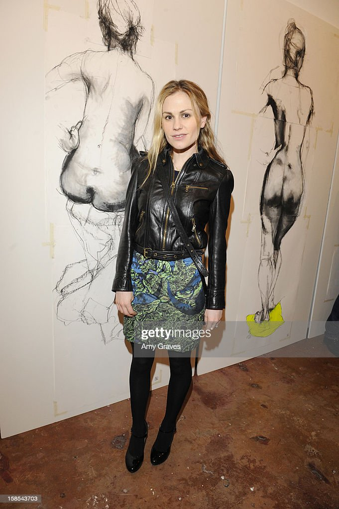 Anna Paquin attends Lorien Haynes' Art Show at The Quest on December 14, 2012 in Los Angeles, California.