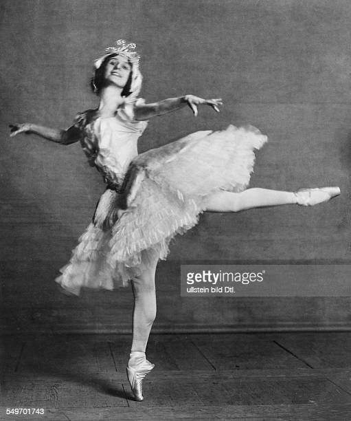 Anna Pavlova *12021881 Ballet dancer Russia Principal artist of the Imperial Russian Ballet St Petersburg