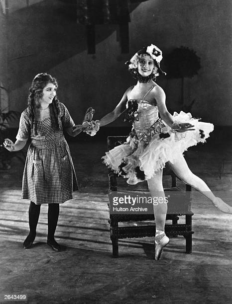 Anna Pavlova and Mary Pickford on the set of the 'Thief of Baghdad' in Hollywood The film was directed by Raoul Walsh for Douglas Fairbanks Pictures