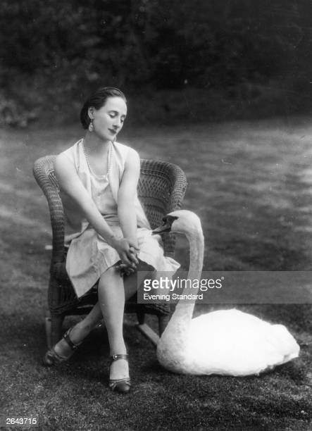 Anna Pavlova the Russian ballerina in the company of a swan at her London home Ivy Lodge in Hampstead