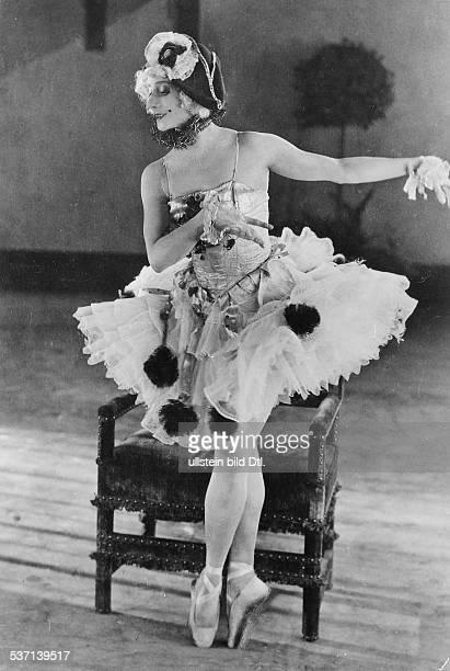 Anna PavlovaAnna Pawlowa Ballettänzerin Tänzerin Russland im Studio in Hollywood 1925
