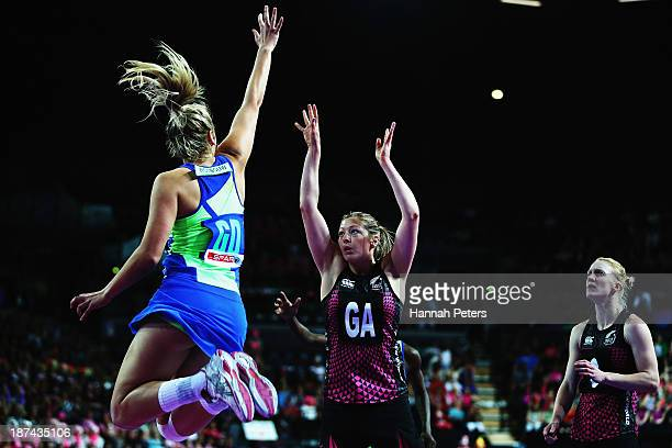 Anna Thompson of New Zealand shoots during the match between New Zealand and South Africa on day two of the Fast5 Netball World Series at Vector...