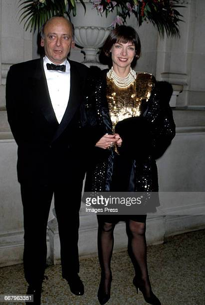 CIRCA 1989 Anna Wintour and husband David Schaeffer attend the Annual Costume Institute Exhibition Gala at the Metropolitan Museum of Art circa 1989...