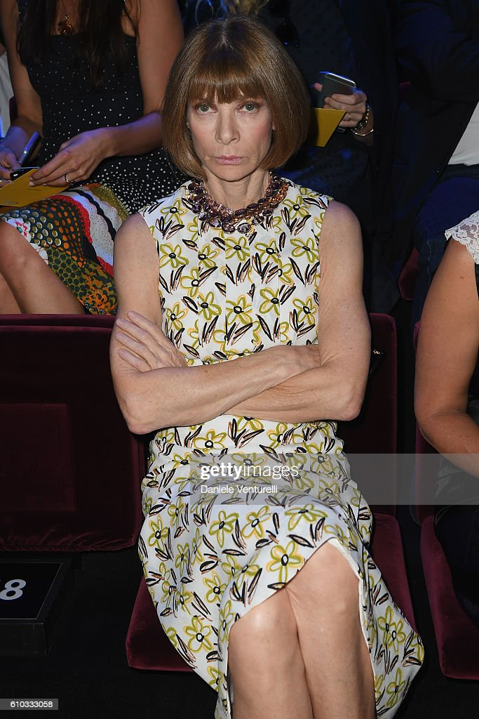 anna-wintour-attends-the-dolce-and-gabbana-show-during-milan-fashion-picture-id610333058