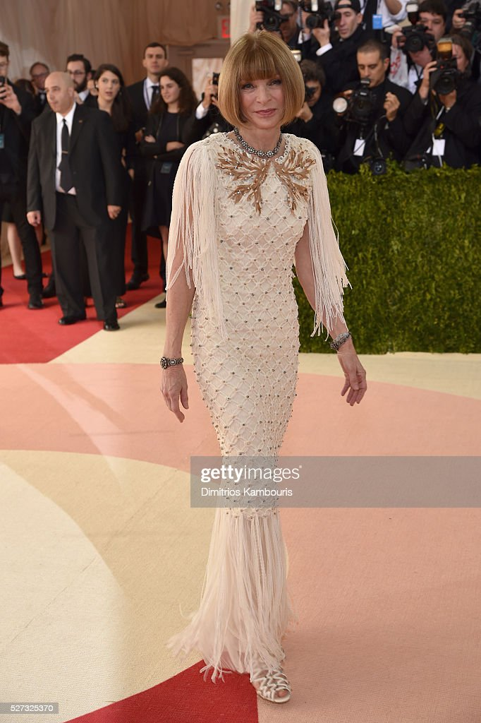 Anna Wintour attends the 'Manus x Machina: Fashion In An Age Of Technology' Costume Institute Gala at Metropolitan Museum of Art on May 2, 2016 in New York City.
