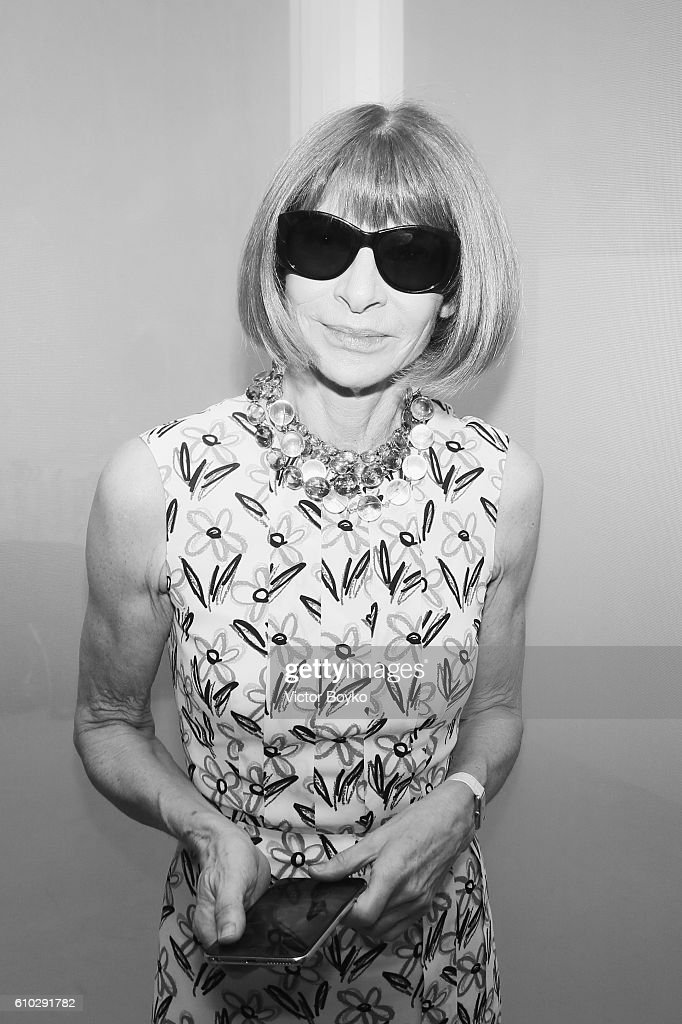 anna-wintour-attends-the-marni-show-during-milan-fashion-week-2017-picture-id610291782