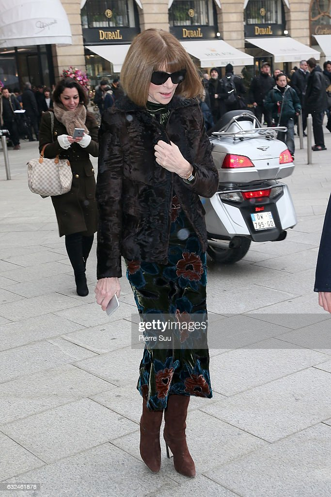anna-wintour-attends-the-schiaparelli-haute-couture-spring-summer-picture-id632461878