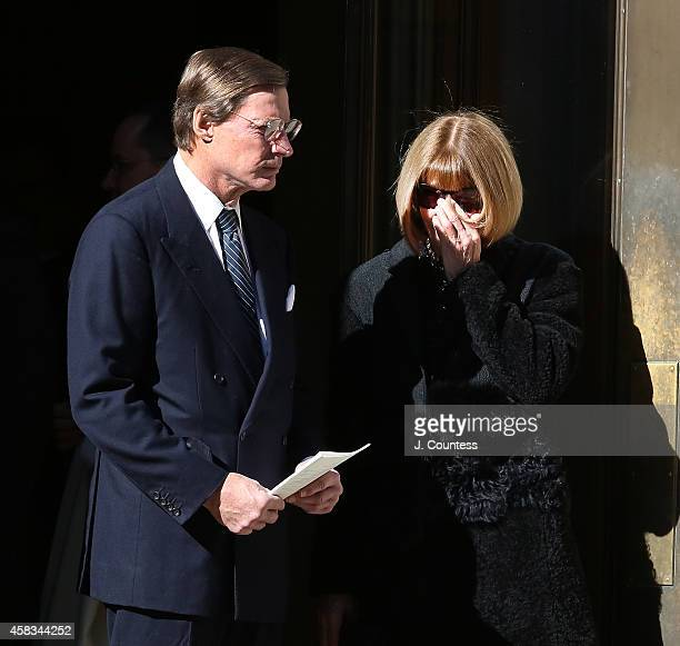 Anna Wintour departs the funeral of fashion designer Oscar De La Renta at St Ignatius Of Loyola on November 3 2014 in New York City