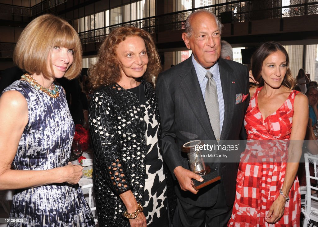 Anna Wintour, Diane Von Furstenberg, Designer Oscar de la Renta and actress Sarah Jessica Parker attend the 2012 Couture Council for the Museum at FIT Award for Artistry of Fashion to Oscar de la Renta at the David H. Koch Theater at Lincoln Center on September 5, 2012 in New York City.