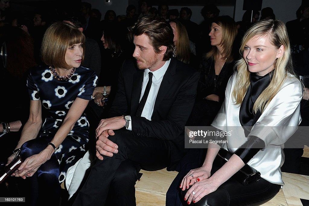 <a gi-track='captionPersonalityLinkClicked' href=/galleries/search?phrase=Anna+Wintour&family=editorial&specificpeople=202210 ng-click='$event.stopPropagation()'>Anna Wintour</a>, <a gi-track='captionPersonalityLinkClicked' href=/galleries/search?phrase=Kirsten+Dunst&family=editorial&specificpeople=171590 ng-click='$event.stopPropagation()'>Kirsten Dunst</a> and <a gi-track='captionPersonalityLinkClicked' href=/galleries/search?phrase=Garrett+Hedlund&family=editorial&specificpeople=2290407 ng-click='$event.stopPropagation()'>Garrett Hedlund</a> attend the Saint Laurent Fall/Winter 2013 Ready-to-Wear show as part of Paris Fashion Week on March 4, 2013 in Paris, France.