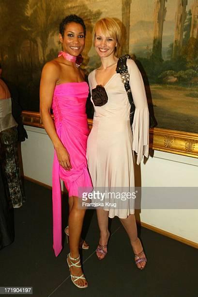 Annabelle Mandeng Und Susann Atwell Bei Der Benefiz Modenschau Auf Schloss Bellevue Am 211003
