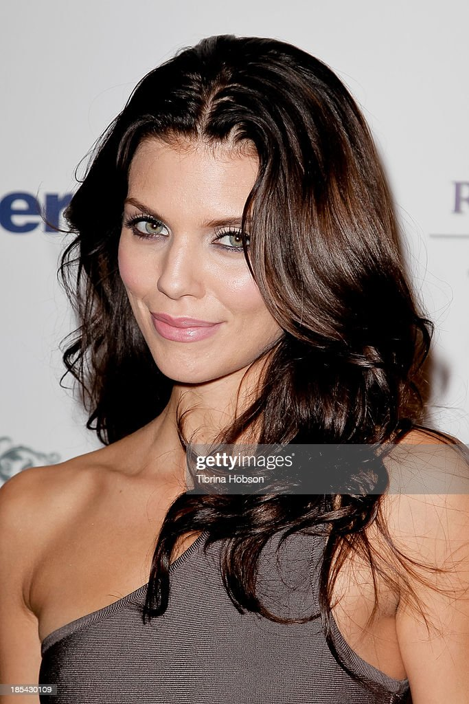 AnnaLynne McCord attends at the Unlikely Heroes' recognizing heroes awards dinner And gala at W Hollywood on October 19, 2013 in Hollywood, California.