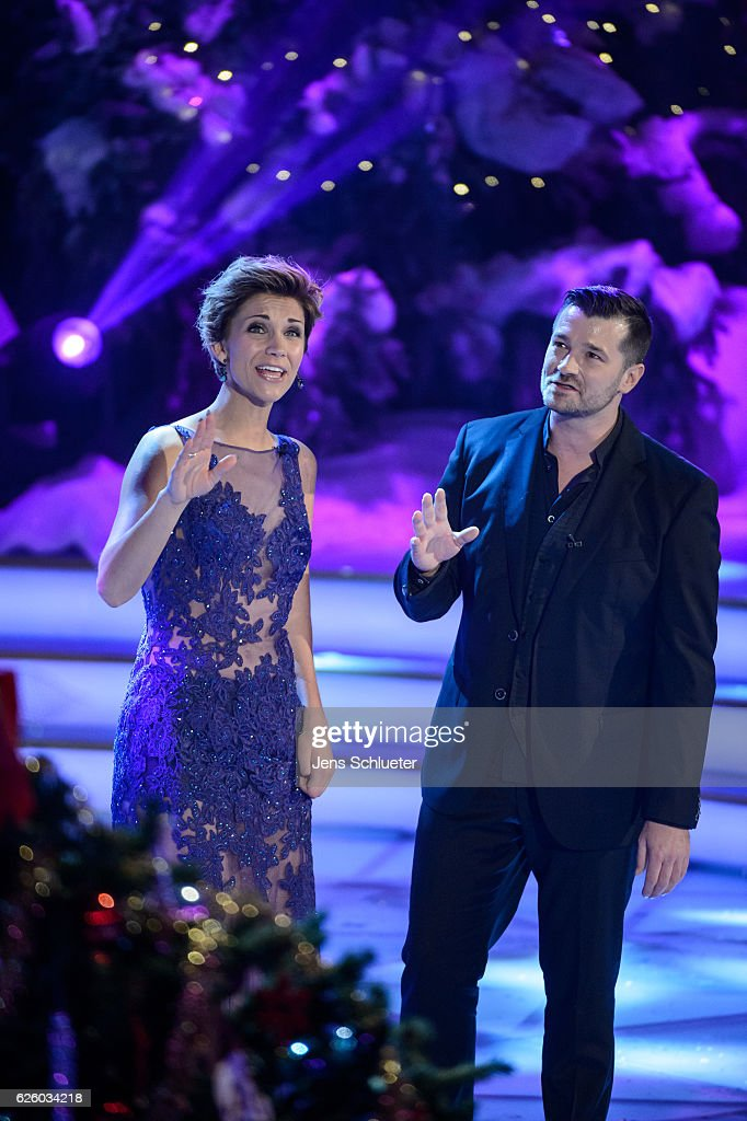 Anna-Maria Zimmermann and Achim Petry are seen on stage during the tv show 'Das Adventsfest der 100.000 Lichter' on November 26, 2016 in Suhl, Germany.