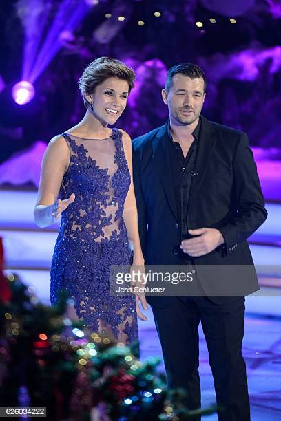 AnnaMaria Zimmermann and Achim Petry are seen on stage during the tv show 'Das Adventsfest der 100000 Lichter' on November 26 2016 in Suhl Germany
