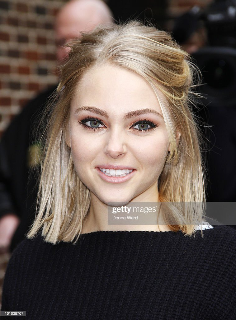 <a gi-track='captionPersonalityLinkClicked' href=/galleries/search?phrase=AnnaSophia+Robb&family=editorial&specificpeople=674007 ng-click='$event.stopPropagation()'>AnnaSophia Robb</a> arrives for 'The Late Show with David Letterman' at Ed Sullivan Theater on February 13, 2013 in New York City.
