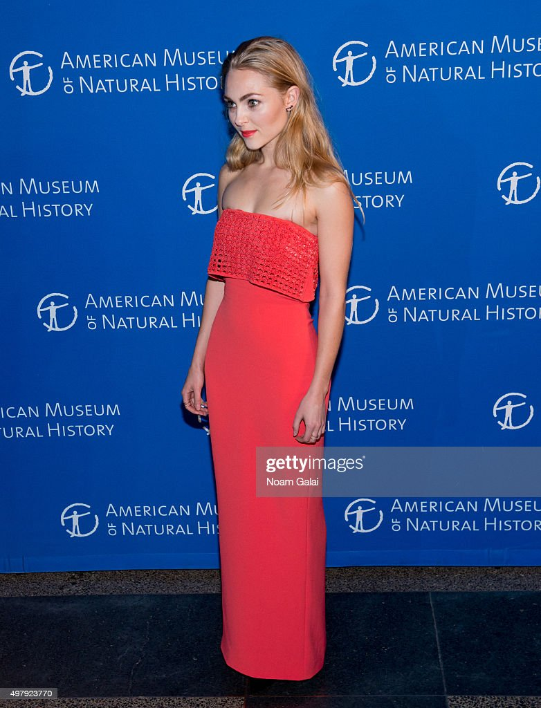 AnnaSophia Robb attends the 2015 American Museum of Natural History Museum Gala at American Museum of Natural History on November 19, 2015 in New York City.