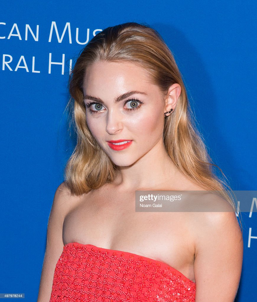 AnnaSophia Robb attend...