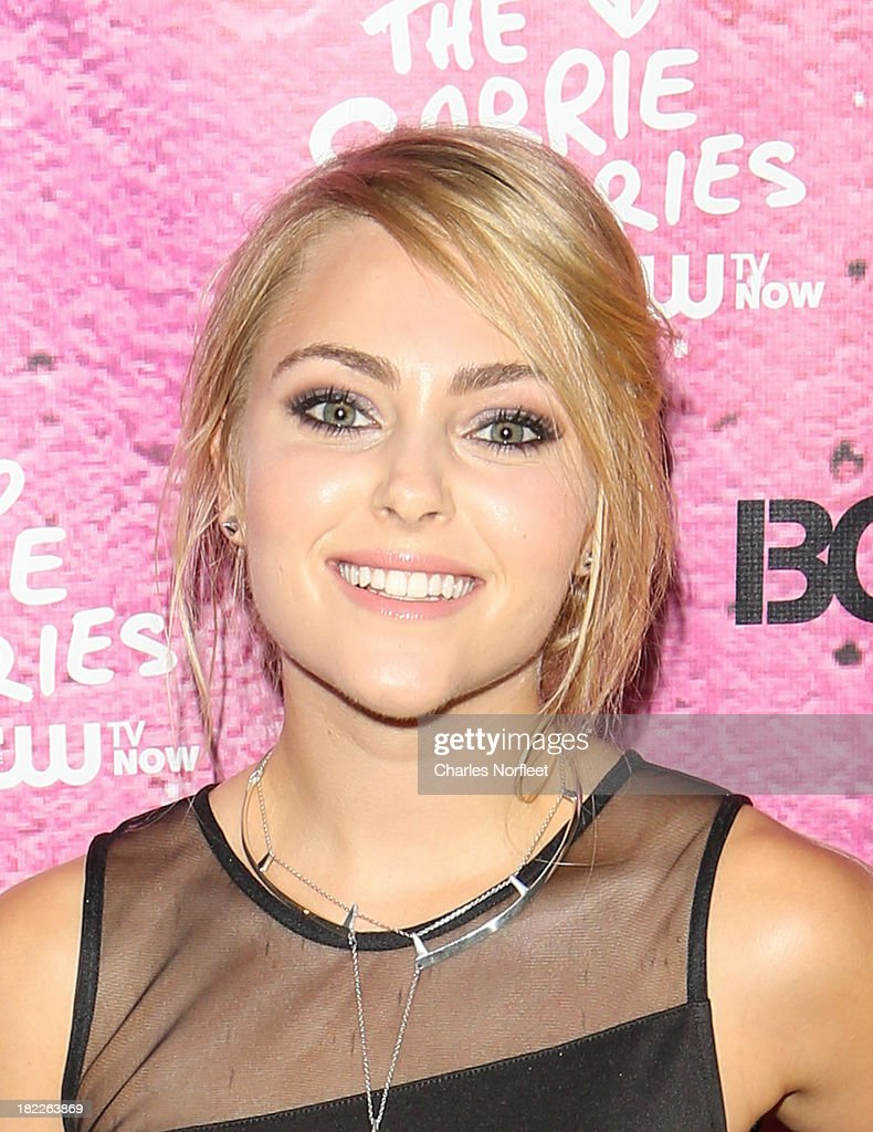 <a gi-track='captionPersonalityLinkClicked' href=/galleries/search?phrase=AnnaSophia+Robb&family=editorial&specificpeople=674007 ng-click='$event.stopPropagation()'>AnnaSophia Robb</a> attends 'The Carrie Diaries' Season Two Premiere Party hosted By Bongo September 28, 2013 in New York, United States.