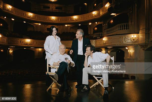 Anne Brochet Michel Piccoli Bernard Murat and Stephane Freiss prepare to rehearse a scene from the Sacha Guitry play La Jalousie The 2000 production...