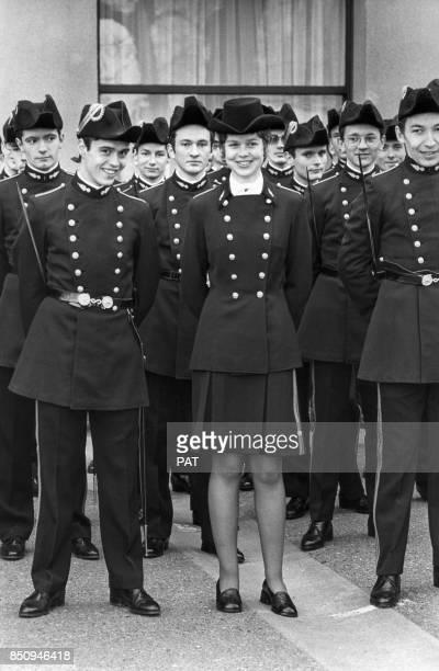 Anne Chopinet major de sa promotion à l'entrée à l'Ecole polytechnique lors d'une revue en uniforme le 19 mars 1973 à Paris France