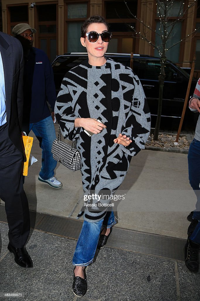 <a gi-track='captionPersonalityLinkClicked' href=/galleries/search?phrase=Anne+Hathaway+-+Actress&family=editorial&specificpeople=11647173 ng-click='$event.stopPropagation()'>Anne Hathaway</a> arrives at her Manhattan hotel on April 8, 2014 in New York City.