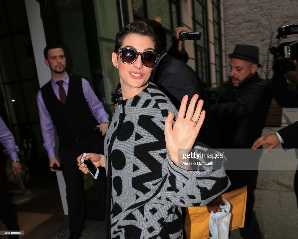 Anne Hathaway arrives at her Manhattan hotel on April 8, 2014 in New York City.