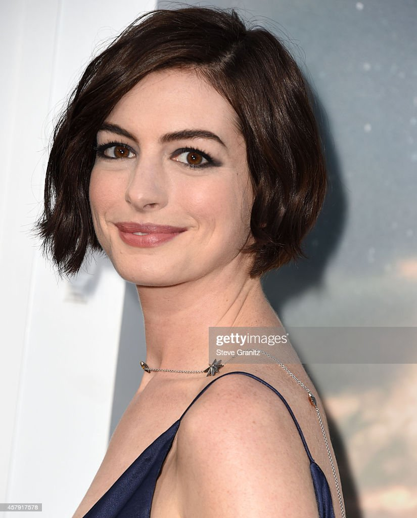 Anne Hathaway arrives at the 'Interstellar' - Los Angeles Premiere at TCL Chinese Theatre IMAX on October 26, 2014 in Hollywood, California.