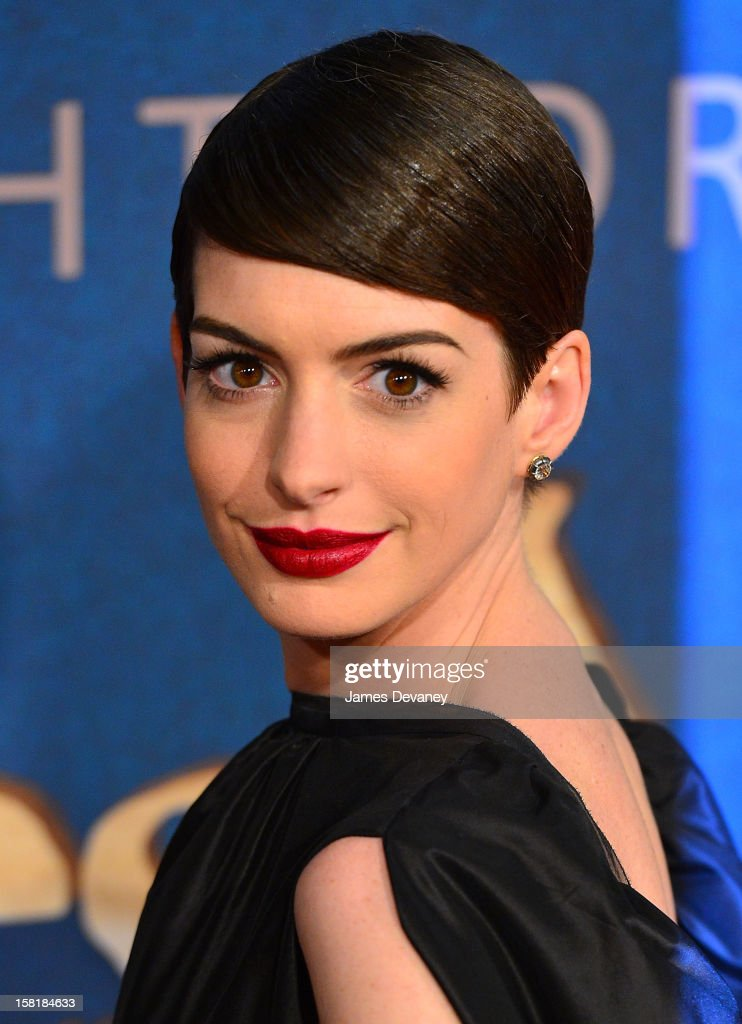 <a gi-track='captionPersonalityLinkClicked' href=/galleries/search?phrase=Anne+Hathaway+-+Actress&family=editorial&specificpeople=11647173 ng-click='$event.stopPropagation()'>Anne Hathaway</a> attends 'Les Miserables' New York premiere at Ziegfeld Theatre on December 10, 2012 in New York City.