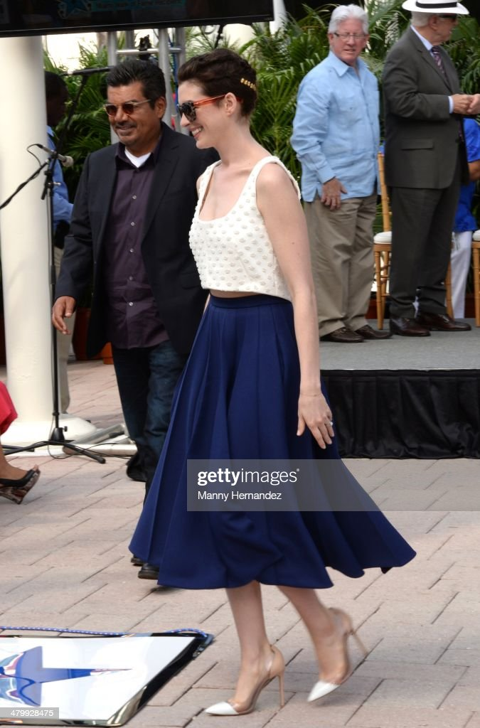 <a gi-track='captionPersonalityLinkClicked' href=/galleries/search?phrase=Anne+Hathaway+-+Actress&family=editorial&specificpeople=11647173 ng-click='$event.stopPropagation()'>Anne Hathaway</a> attends Miami Walk of Fame Inauguration at Bayside at Bayside Marketplace on March 21, 2014 in Miami, Florida.