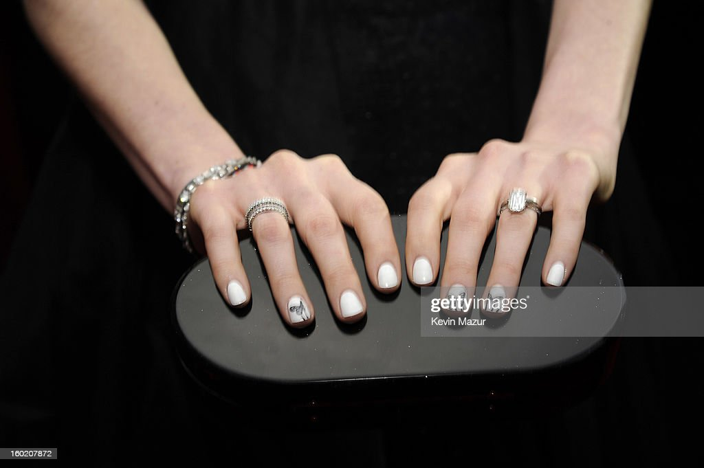 Anne Hathaway attends the 19th Annual Screen Actors Guild Awards at The Shrine Auditorium on January 27, 2013 in Los Angeles, California. (Photo by Kevin Mazur/WireImage) 23116_016_0888.jpg