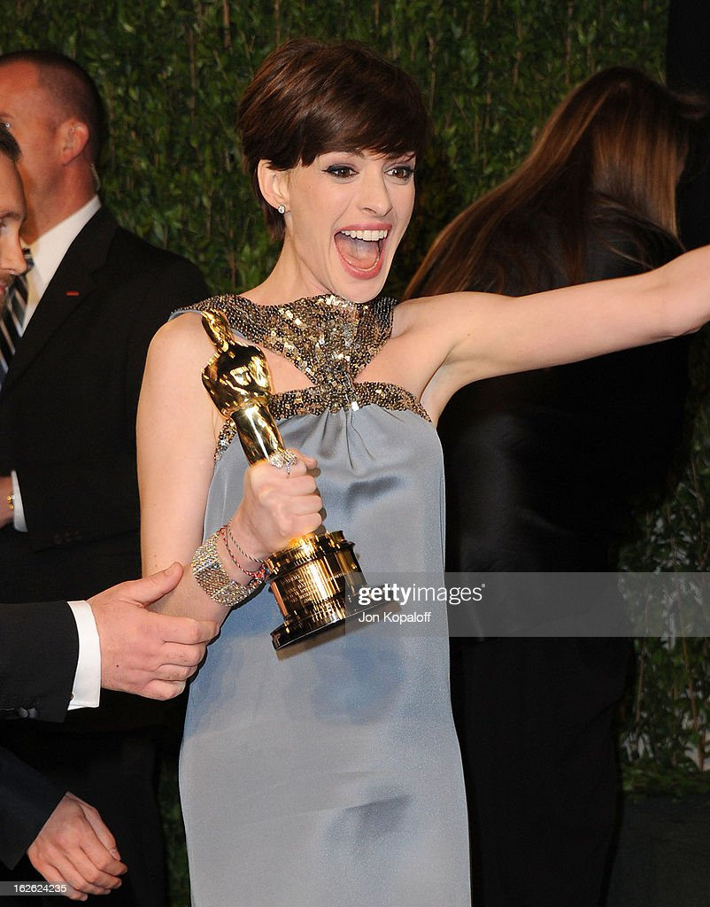 <a gi-track='captionPersonalityLinkClicked' href=/galleries/search?phrase=Anne+Hathaway+-+Actress&family=editorial&specificpeople=11647173 ng-click='$event.stopPropagation()'>Anne Hathaway</a> attends the 2013 Vanity Fair Oscar party at Sunset Tower on February 24, 2013 in West Hollywood, California.