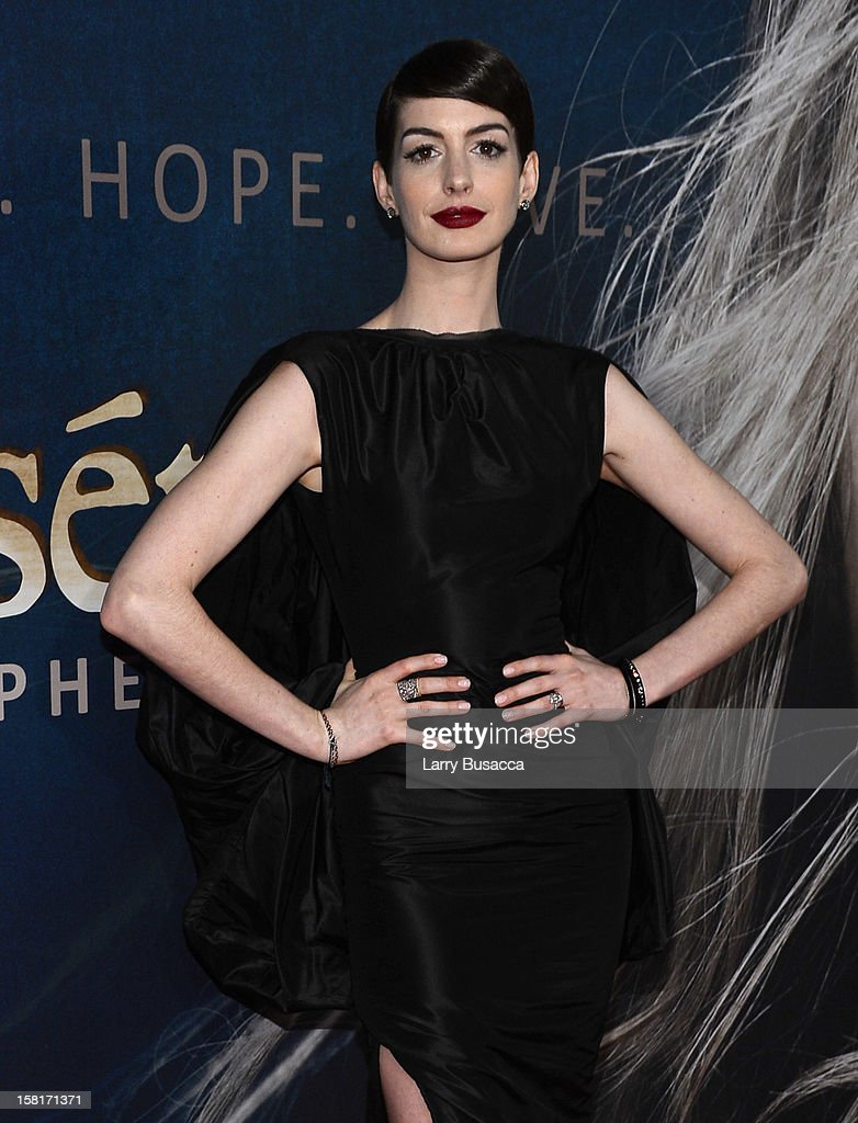 <a gi-track='captionPersonalityLinkClicked' href=/galleries/search?phrase=Anne+Hathaway+-+Actress&family=editorial&specificpeople=11647173 ng-click='$event.stopPropagation()'>Anne Hathaway</a> attends the 'Les Miserables' New York premiere at Ziegfeld Theatre on December 10, 2012 in New York City.
