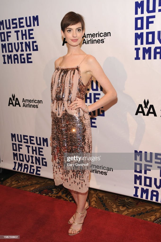 <a gi-track='captionPersonalityLinkClicked' href=/galleries/search?phrase=Anne+Hathaway+-+Schauspielerin&family=editorial&specificpeople=11647173 ng-click='$event.stopPropagation()'>Anne Hathaway</a> attends the Museum Of Moving Image Salute To Hugh Jackman at Cipriani Wall Street on December 11, 2012 in New York City.