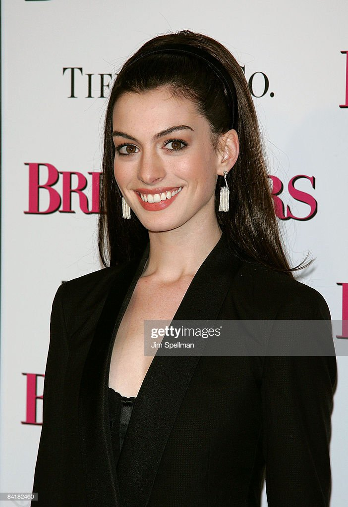 <a gi-track='captionPersonalityLinkClicked' href=/galleries/search?phrase=Anne+Hathaway+-+Actress&family=editorial&specificpeople=11647173 ng-click='$event.stopPropagation()'>Anne Hathaway</a> attends the premiere of 'Bride Wars' at the AMC Loews Lincoln Square on January 5, 2009 in New York City.