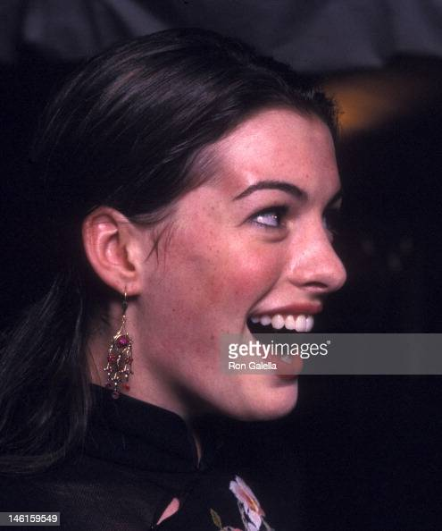 Anne Hathaway Ziegfeld Theatre: Anne Hathaway 2002 Stock Photos And Pictures