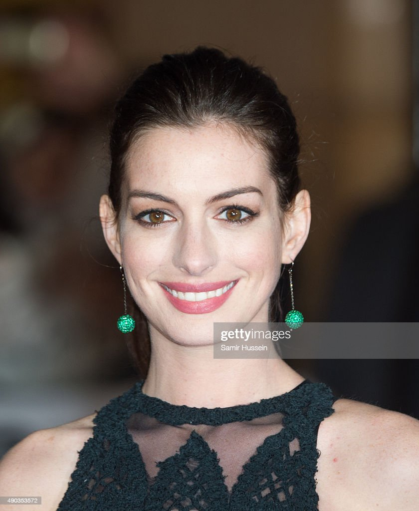 <a gi-track='captionPersonalityLinkClicked' href=/galleries/search?phrase=Anne+Hathaway+-+Actress&family=editorial&specificpeople=11647173 ng-click='$event.stopPropagation()'>Anne Hathaway</a> attends the UK Premiere of 'The Intern' at Vue West End on September 27, 2015 in London, England.