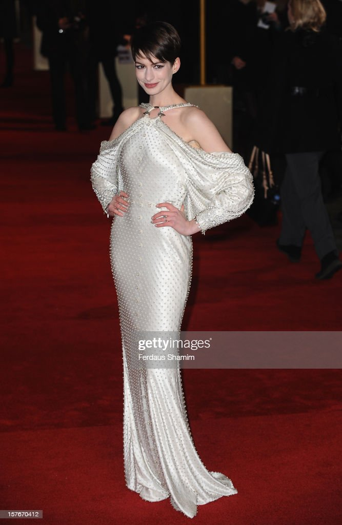 <a gi-track='captionPersonalityLinkClicked' href=/galleries/search?phrase=Anne+Hathaway+-+Attrice&family=editorial&specificpeople=11647173 ng-click='$event.stopPropagation()'>Anne Hathaway</a> attends the World Premiere of 'Les Miserables' at Odeon Leicester Square on December 5, 2012 in London, England.