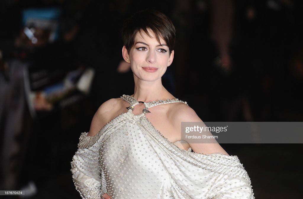 <a gi-track='captionPersonalityLinkClicked' href=/galleries/search?phrase=Anne+Hathaway+-+Actrice&family=editorial&specificpeople=11647173 ng-click='$event.stopPropagation()'>Anne Hathaway</a> attends the World Premiere of 'Les Miserables' at Odeon Leicester Square on December 5, 2012 in London, England.
