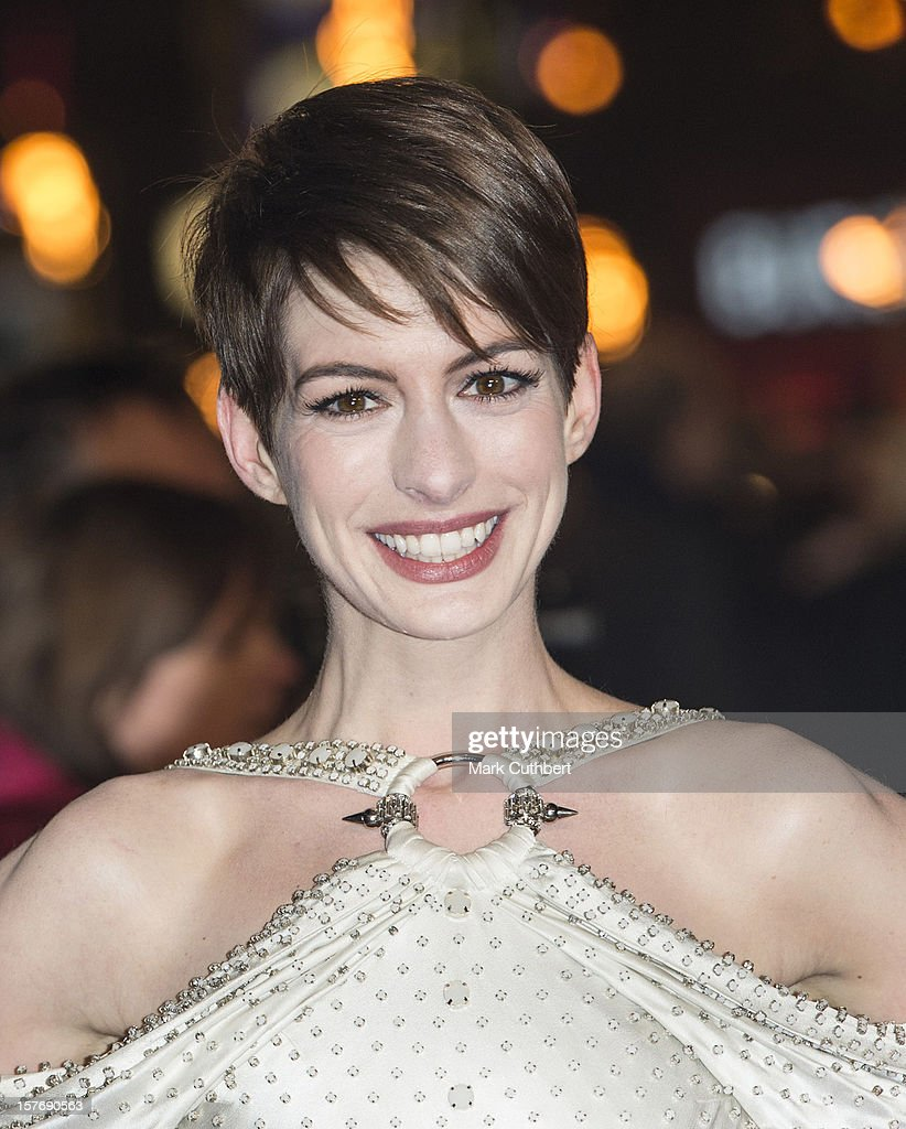 <a gi-track='captionPersonalityLinkClicked' href=/galleries/search?phrase=Anne+Hathaway+-+Schauspielerin&family=editorial&specificpeople=11647173 ng-click='$event.stopPropagation()'>Anne Hathaway</a> attends the world premiere of 'Les Miserables' at Odeon Leicester Square on December 5, 2012 in London, England.