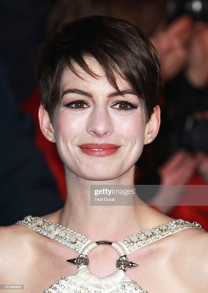 <a gi-track='captionPersonalityLinkClicked' href=/galleries/search?phrase=Anne+Hathaway+-+Actriz&family=editorial&specificpeople=11647173 ng-click='$event.stopPropagation()'>Anne Hathaway</a> attends the world premiere of 'Les Miserables' at Odeon Leicester Square on December 5, 2012 in London, England.