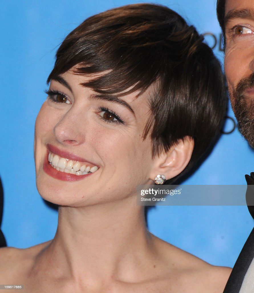 Anne Hathaway pose at the 70th Annual Golden Globe Awards at The Beverly Hilton Hotel on January 13, 2013 in Beverly Hills, California.