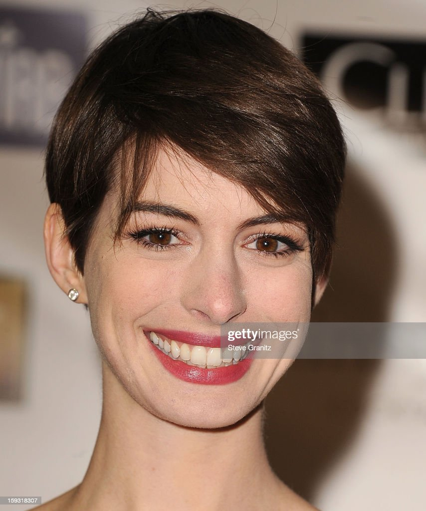 <a gi-track='captionPersonalityLinkClicked' href=/galleries/search?phrase=Anne+Hathaway+-+Actress&family=editorial&specificpeople=11647173 ng-click='$event.stopPropagation()'>Anne Hathaway</a> poses at the18th Annual Critics' Choice Movie Awards at The Barker Hanger on January 10, 2013 in Santa Monica, California.