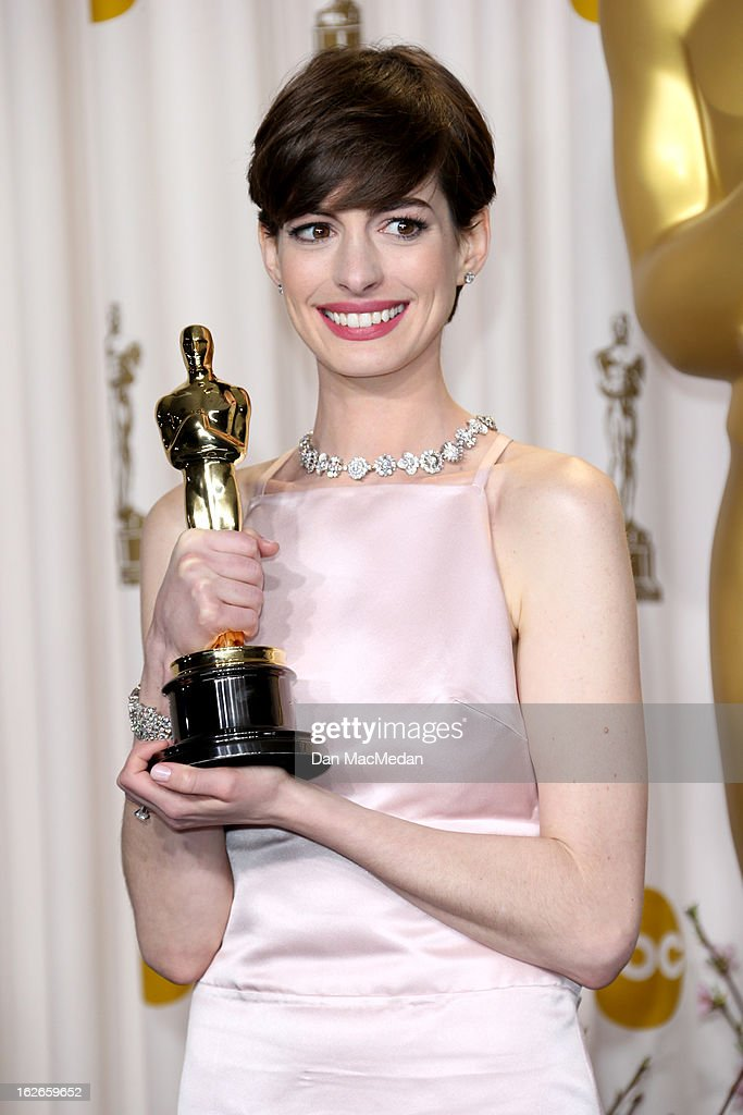 Anne Hathaway poses in the press room at the 85th Annual Academy Awards at Hollywood & Highland Center on February 24, 2013 in Hollywood, California.