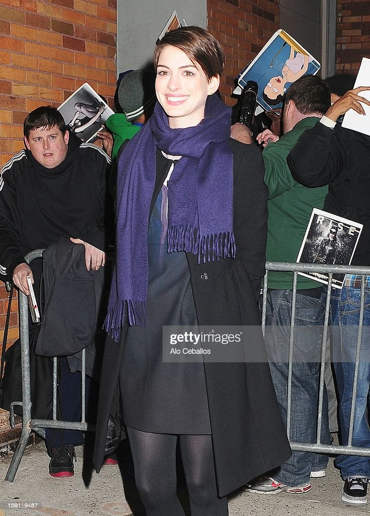 <a gi-track='captionPersonalityLinkClicked' href=/galleries/search?phrase=Anne+Hathaway+-+Actress&family=editorial&specificpeople=11647173 ng-click='$event.stopPropagation()'>Anne Hathaway</a> Sighting on January 7, 2013 in New York City.