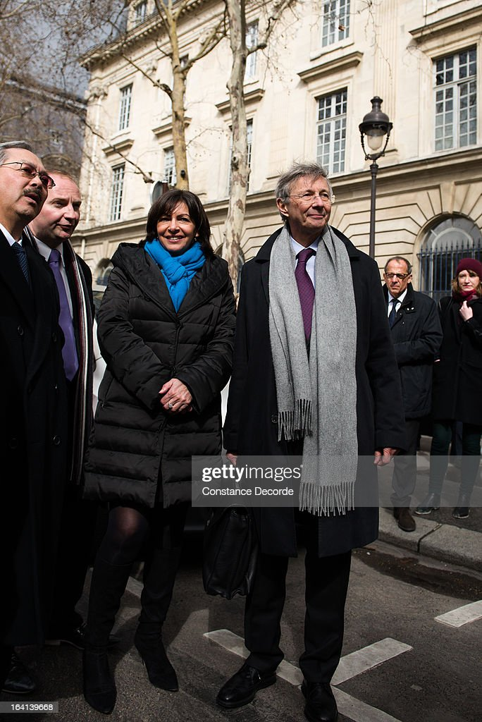 Anne Hidalgo and Cedric Bolloreas San Francisco Mayor Ed Lee (not pictured) makes an official visit for the Autolib presentation, on March 20, 2013 in Paris, France.